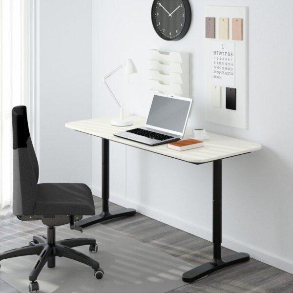 БЕКАНТ Письменный стол белый/черный 140x60 см - Артикул: 192.784.94