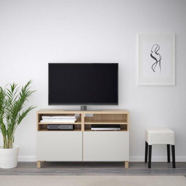 БЕСТО Тумба под ТВ, с дверцами под беленый дуб/Лаппвикен светло-серый 120x40x74 см | Артикул: 592.495.79