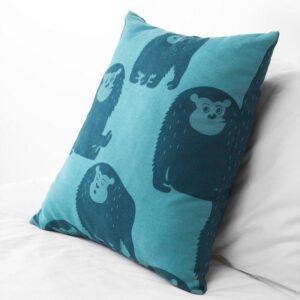 ДЬЮНГЕЛЬСКОГ Подушка обезьянка/синий 50x50 см - Артикул: 003.937.57