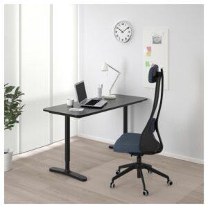 БЕКАНТ Письменный стол ясеневый шпон/черная морилка/черный 140x60 см - Артикул: 292.826.31