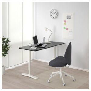 БЕКАНТ Письменный стол ясеневый шпон/черная морилка/белый 140x60 см - Артикул: 892.826.71