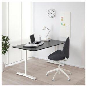 БЕКАНТ Письменный стол ясеневый шпон/черная морилка/белый 160x80 см - Артикул: 392.826.83