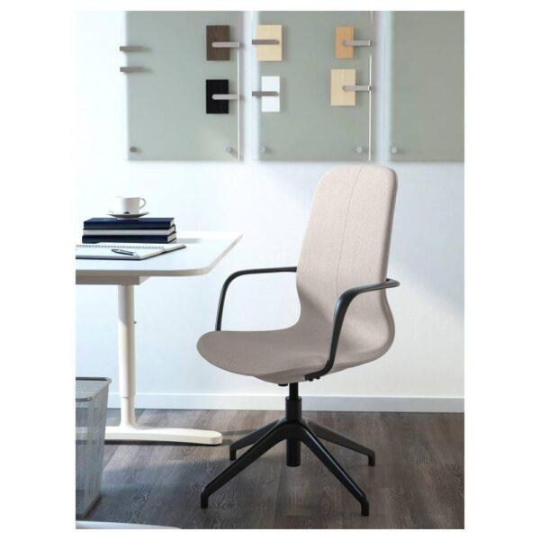 ЛОНГФЬЕЛЛЬ Рабочий стул с подлокотниками, Гуннаред бежевый/черный   792.098.17