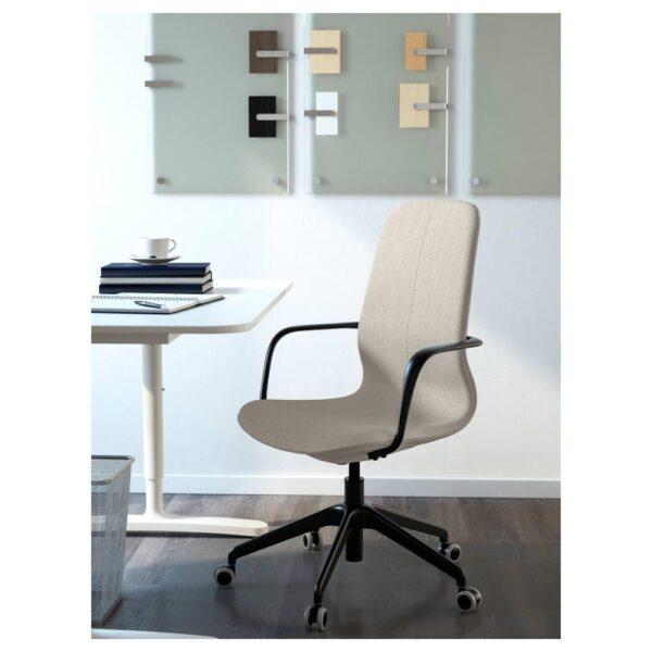 ЛОНГФЬЕЛЛЬ Рабочий стул с подлокотниками, Гуннаред бежевый/черный | 392.100.40