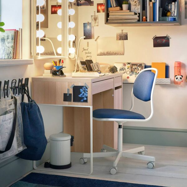 МИККЕ Письменный стол, под беленый дуб - 604.889.03