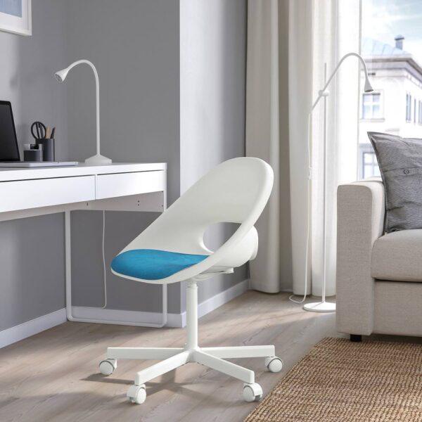 ЛОБЕРГЕТ / БЛИСКЭР Рабочее кресло c подушкой, белый/синий - 393.318.91