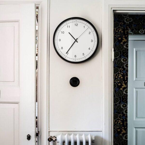 ТАГГАД Настенные часы, белый/серый 38 см - 604.662.94