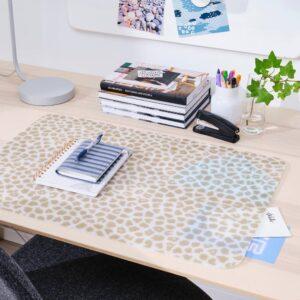 ПЛУГГХЭСТ Подкладка на стол, с рисунком бежевый/прозрачный 65x45 см - 004.820.27